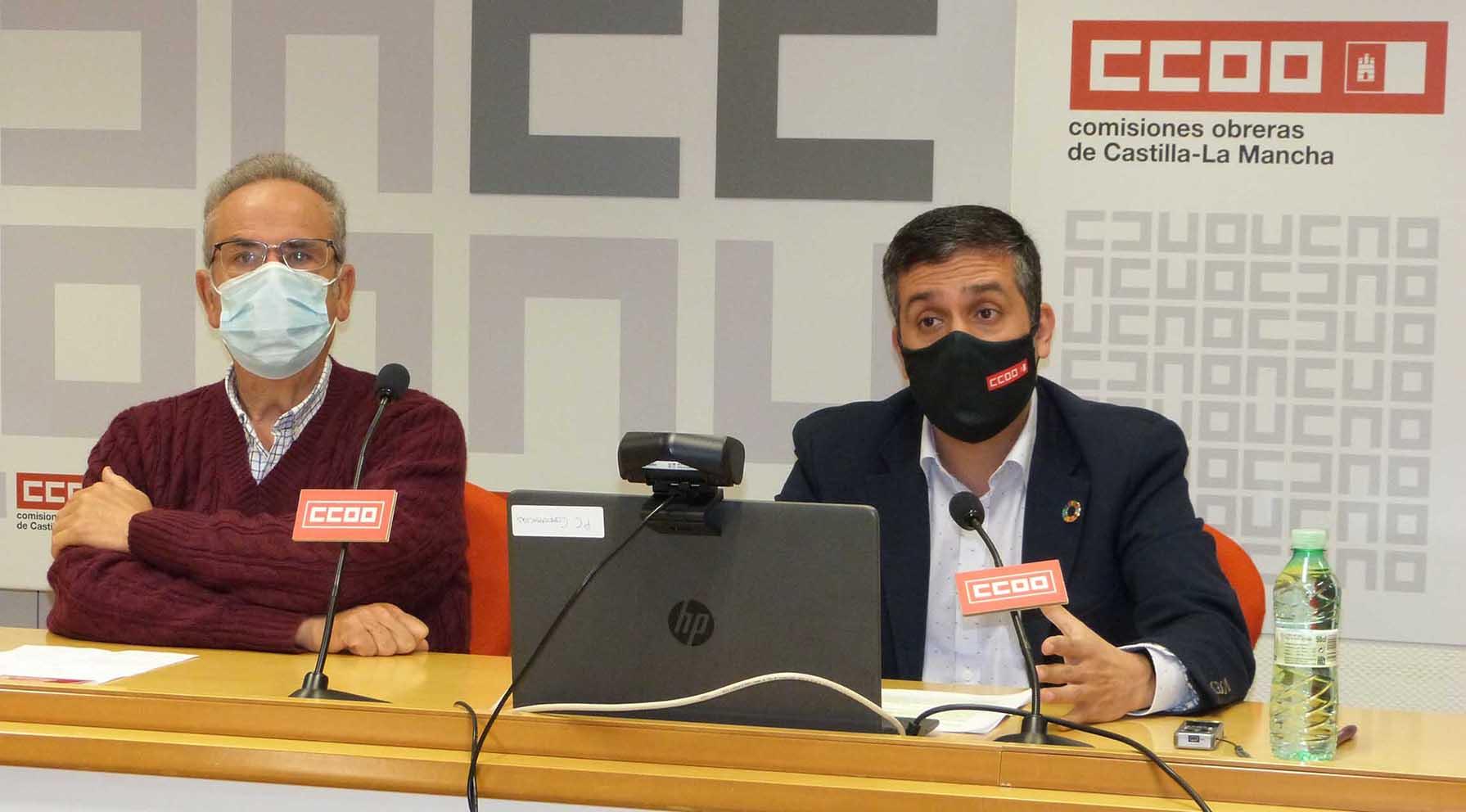 El presidente de la Fundación Instituto de Estudios Sociales, Antonio Arrogante; y el secretario regional de Organización de CCOO, Javier Ortega,