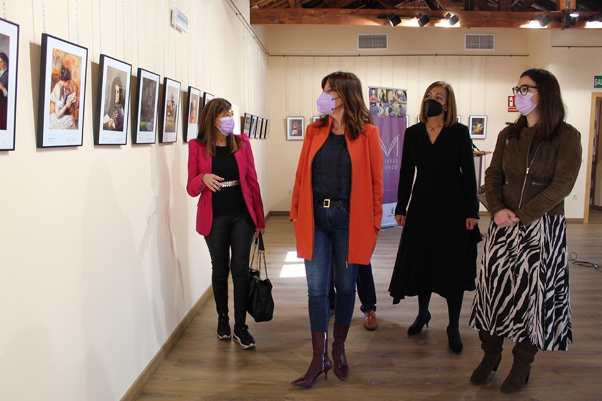 Blanca Fernández, en la exposición que tiene lugar en Sonseca