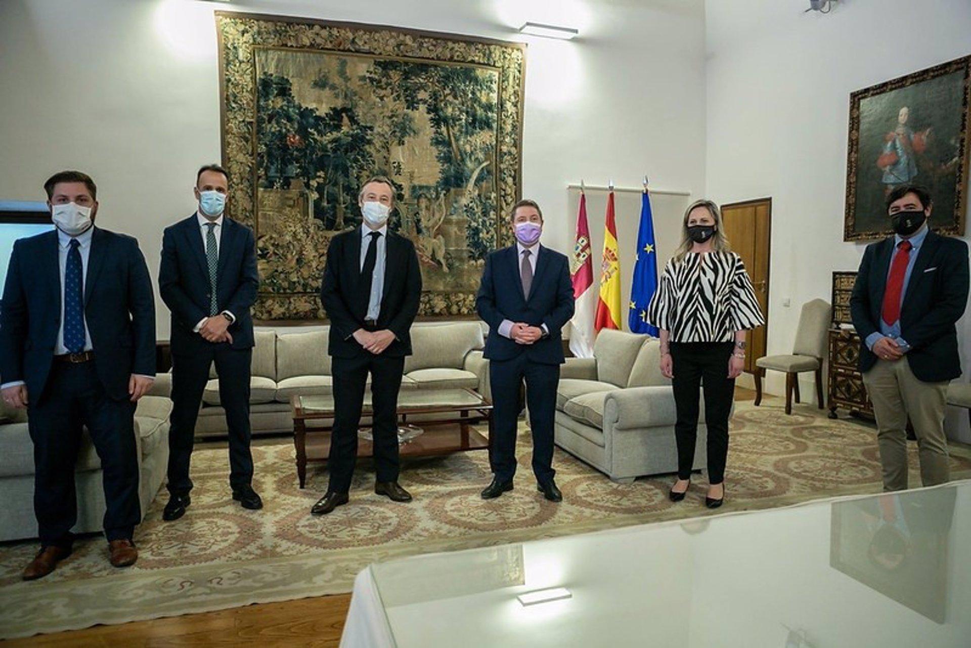 El presidente de Castilla-La Mancha, Emiliano García-Page se ha reunido junto con el consejero de Fomento, Nacho Hernando, y la alcaldesa de Seseña, Silvia Fernández, así como con los representantes de la empresa Proequity