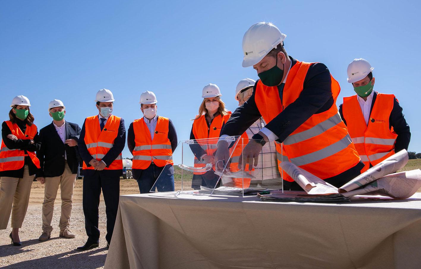 Page, durante la colocación de la primera piedra de la planta del parque solar Escuderos en Altarejos (Cuenca).