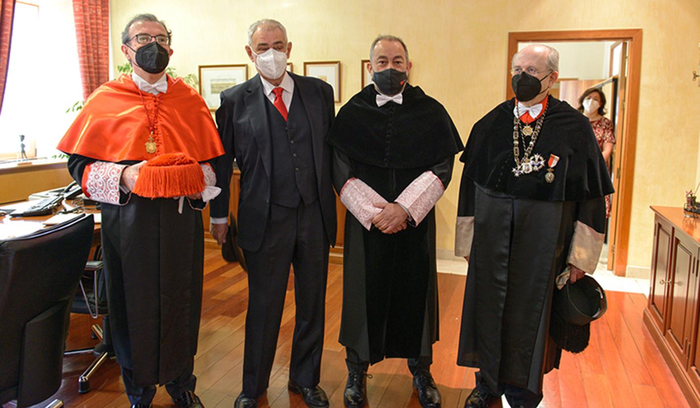 Julián Garde, rector de la UCLM, segundo por la derecha, junto a los anteriores rectores.