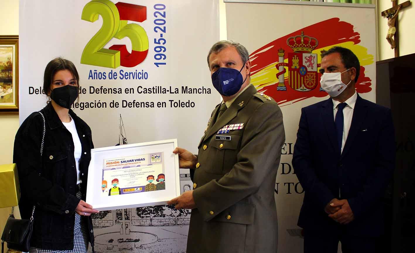 Entrega del Premio Carta a un militar español
