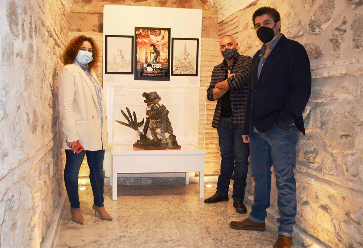 Cristina Cebas, con los autores del cómic