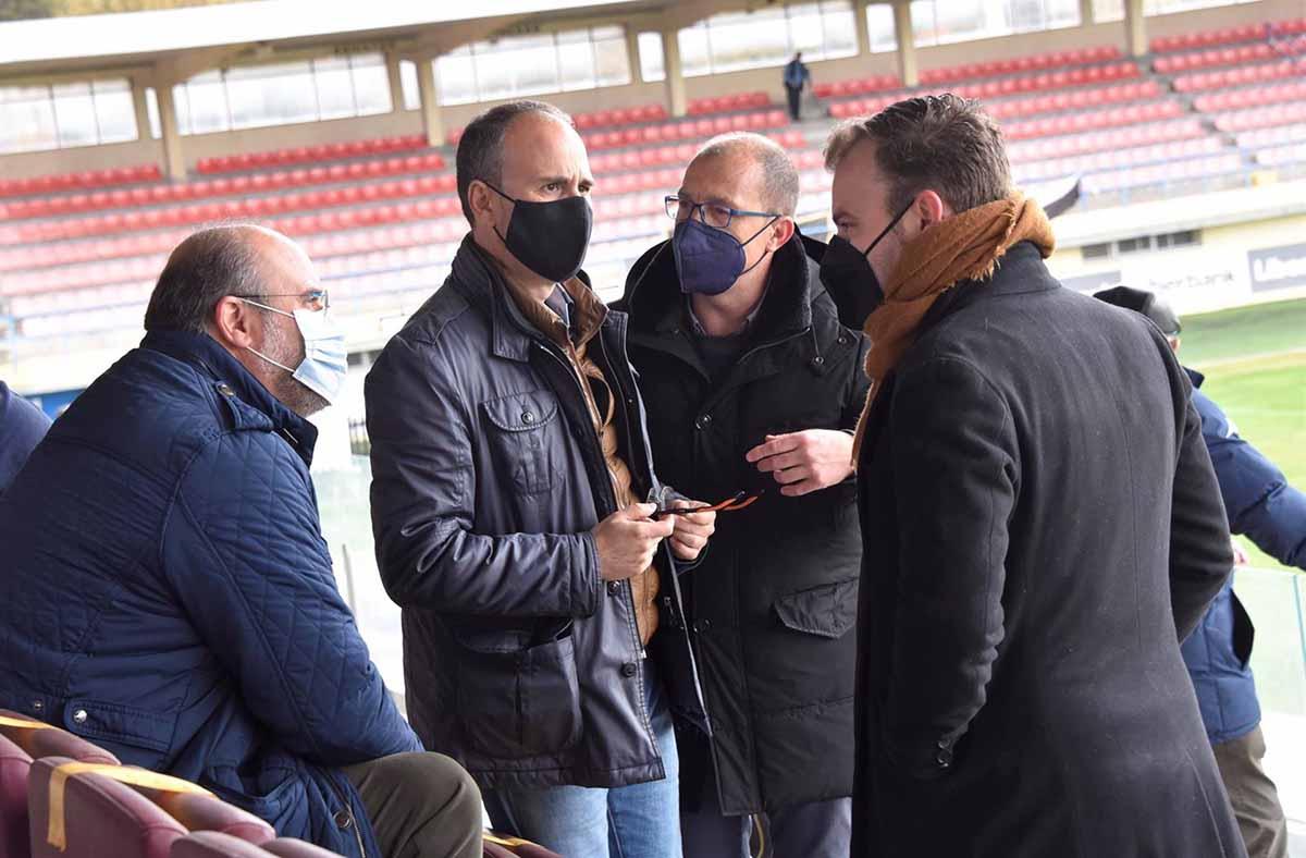 Martínez Guijarro (izquierda) asistió al partido entre la UB Conquense y la UD Almansa