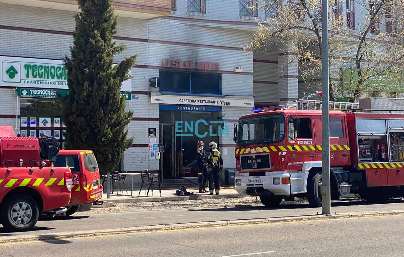 Fachada de la cafetería Oslo, en la avenida de Europa, donde se ha producido un incendio esta misma mañana.