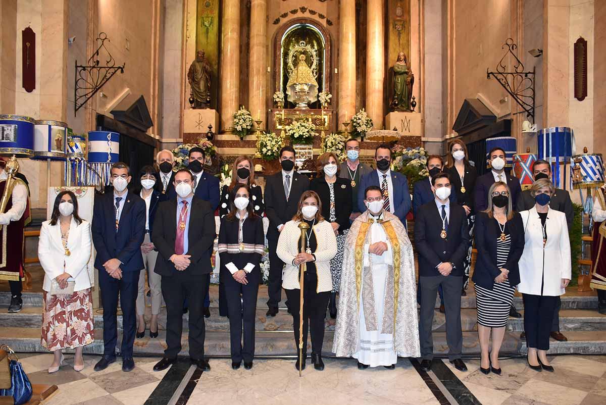 La alcaldesa de Talavera y el resto de autoridades presentes en la ofrenda de Mondas