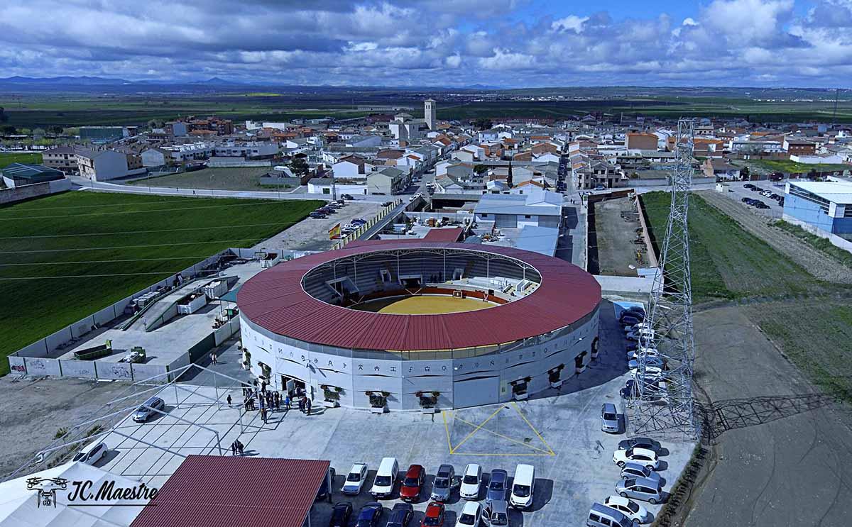 """Plaza de toros de Villaseca, sede de las novilladas del """"Alfarero de Plata"""""""