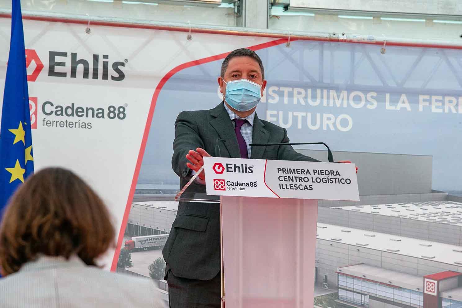 El presidente regional, Emiliano García-Page, durante el acto de colocación de la primera piedra del centro logístico de Ehlis en Illescas.