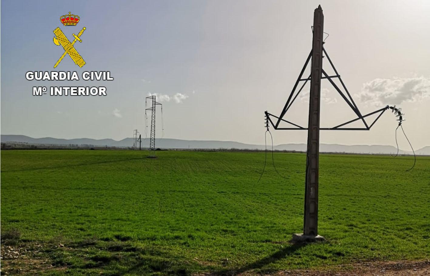 Una de las torretas de la que robaron el cable de cobre.