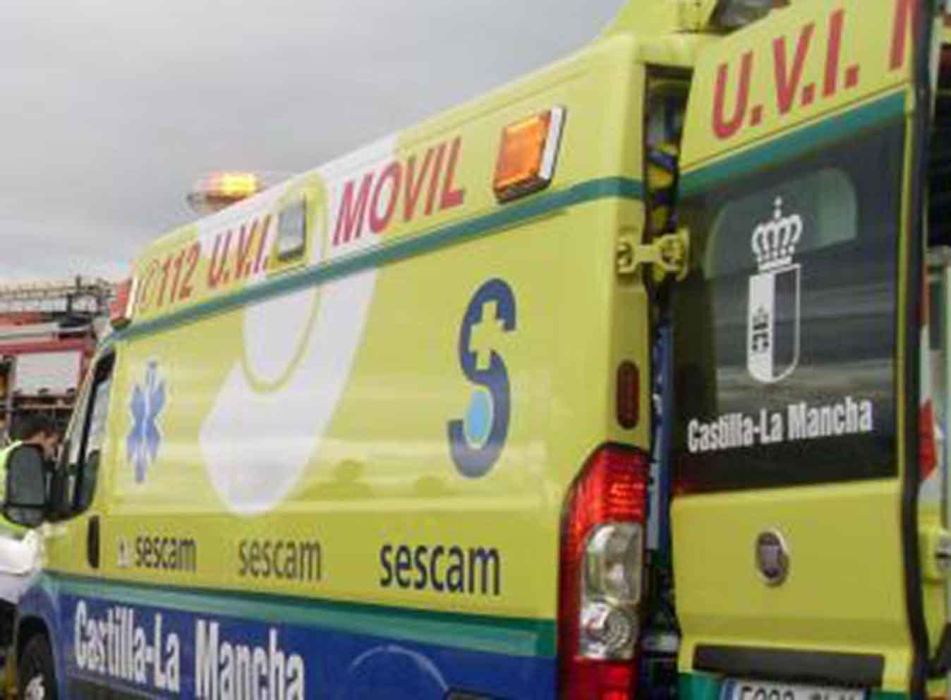 Imagen de archivo de una UVI Móvil del Sescam. ambulancia alcázar