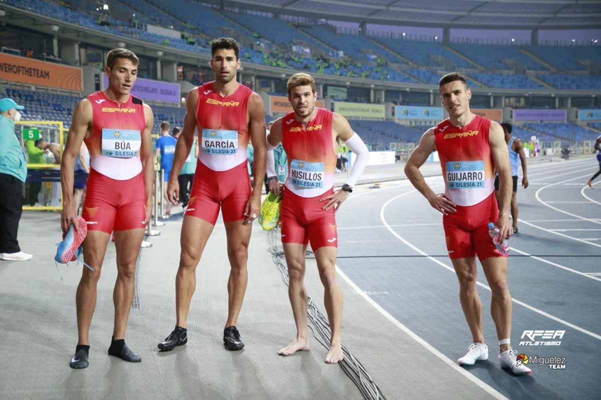 Lucas Búa (primero por la izquierda) y Manuel Guijarro (primero por la derecha), tras quedar fuera de los Juegos. Foto: RFEA