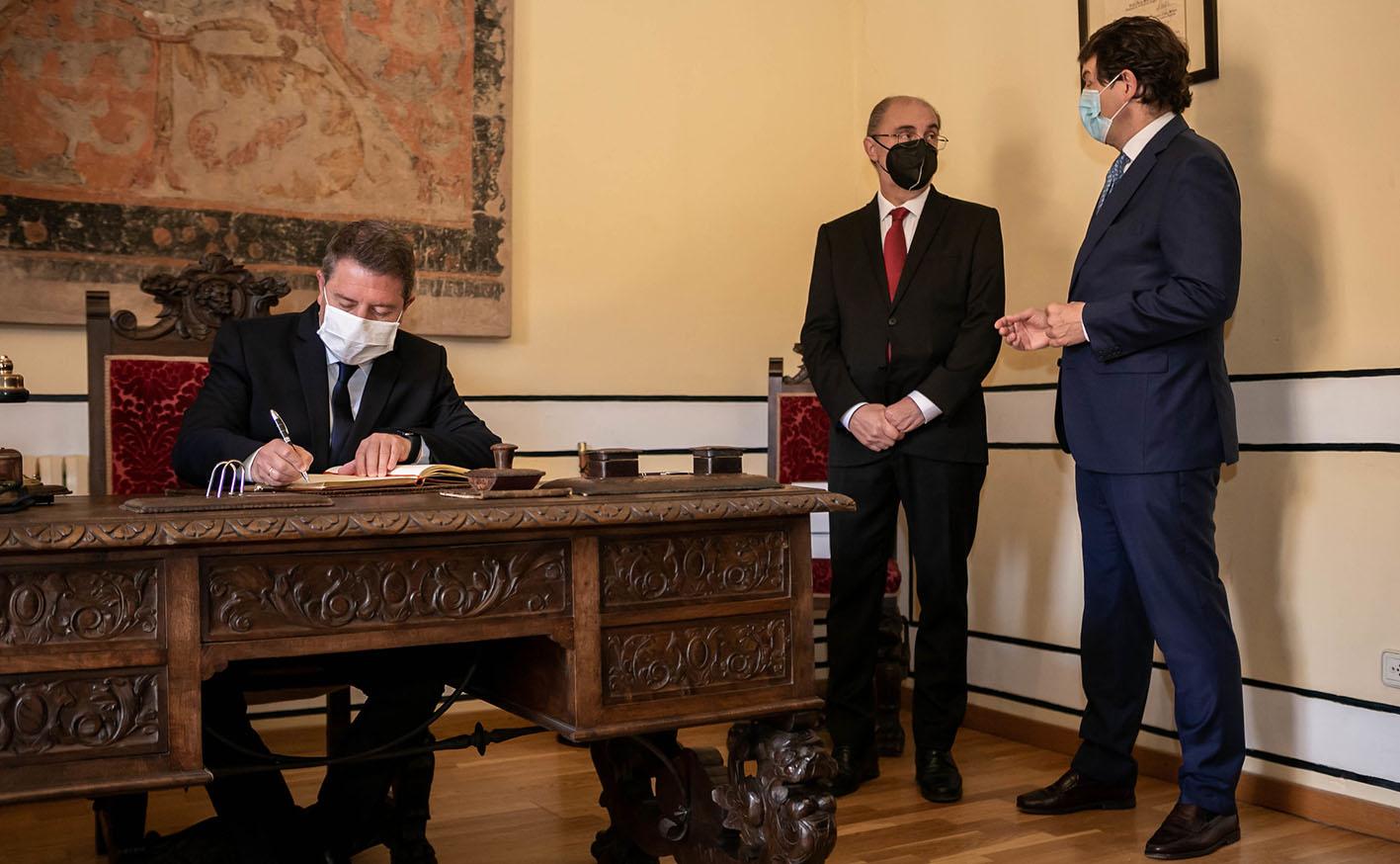 Emiliano García-Page junto con Javier Lambán y Alfonso Fernández Mañueco.