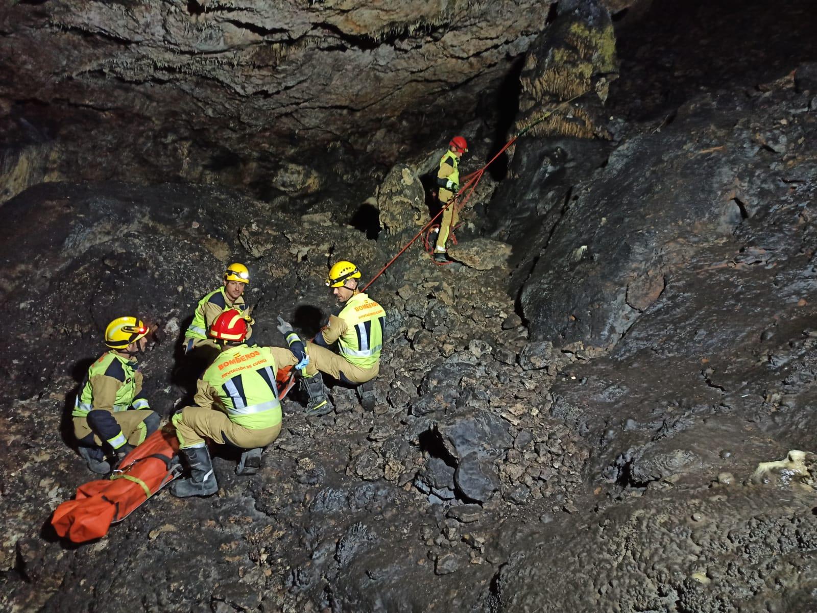 Los Bomberos de Cuenca rescataron a una mujer en la Cueva de la Judía. cueva en Cuenca