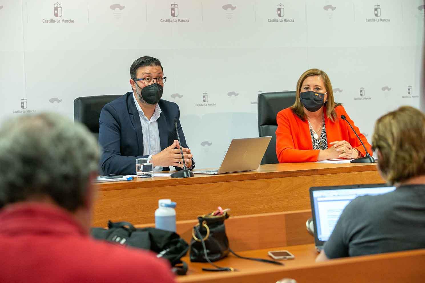 Amador Pastor y Rosana Rodríguez, viceconsejero de Educación y consejera de Educación, Cultura y Deportes.