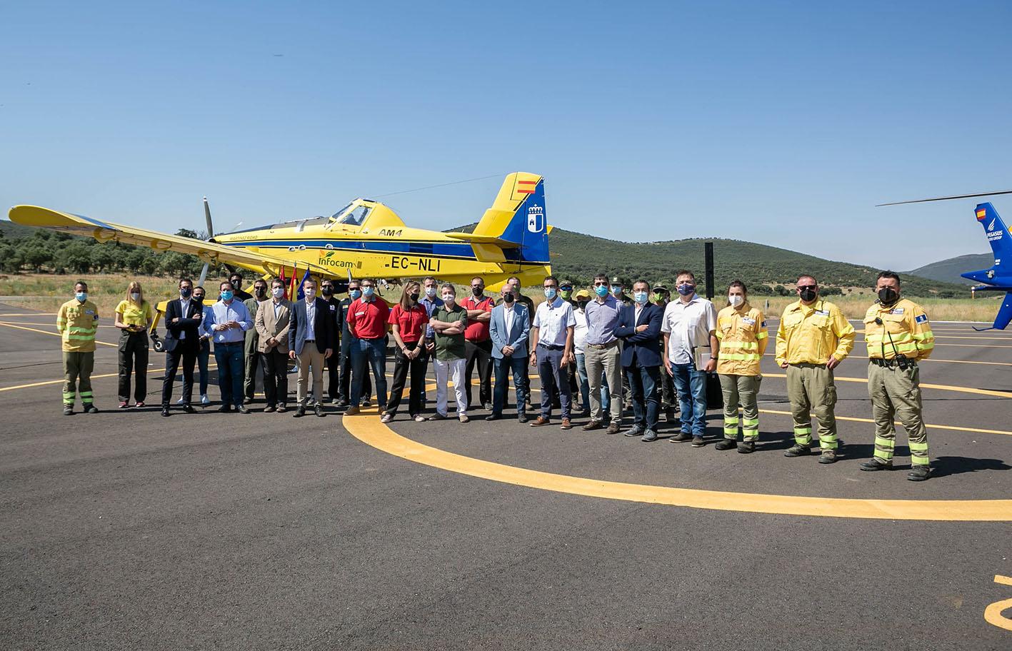 Page se ha mostrado muy crítico con los sindicatos de Geacam durante la inauguración de un nuevo aeródromo en Los Yébenes.