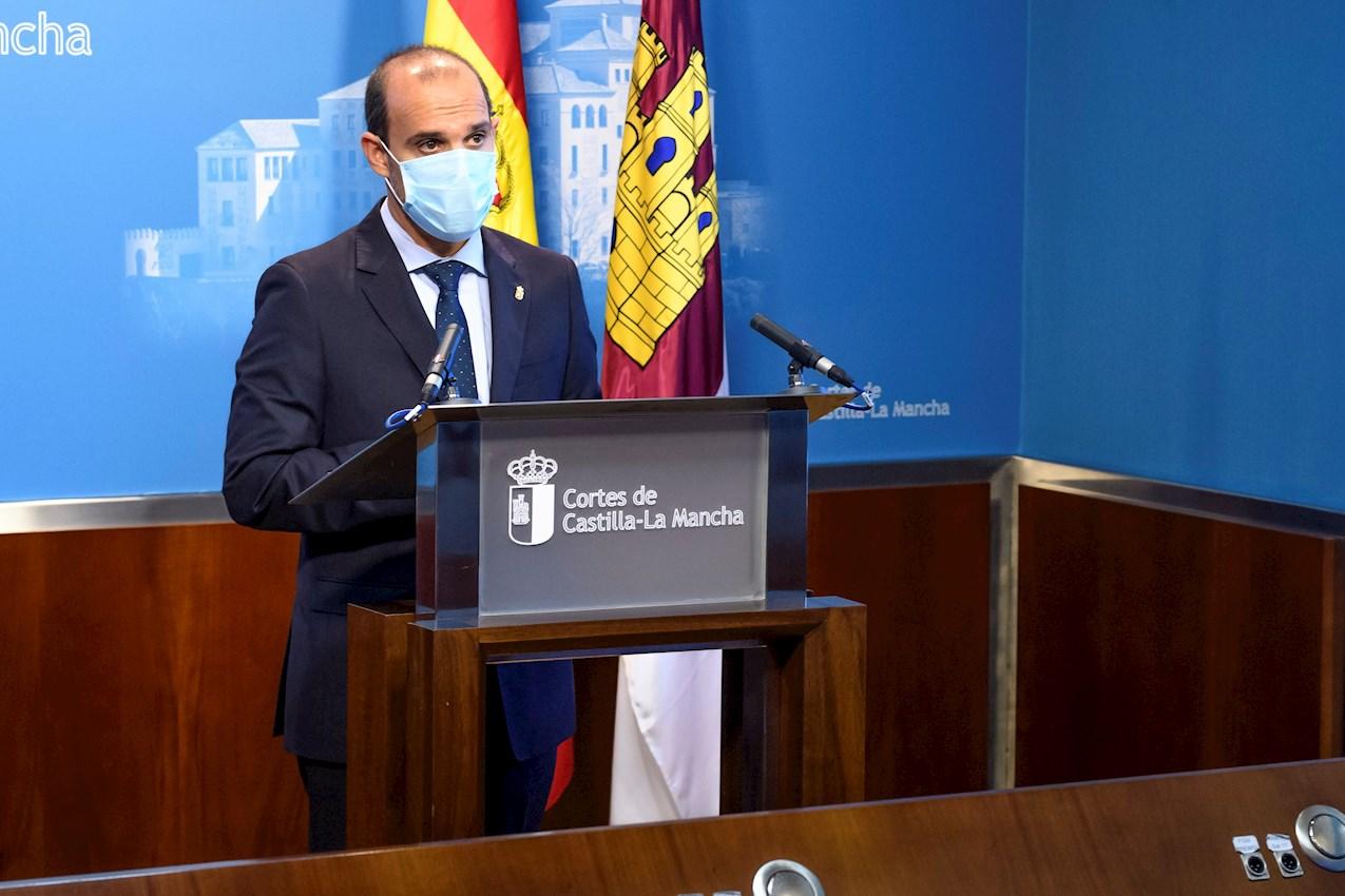 Pablo Bellido, presidente de las Cortes de Castilla-La Mancha, en rueda de prensa.