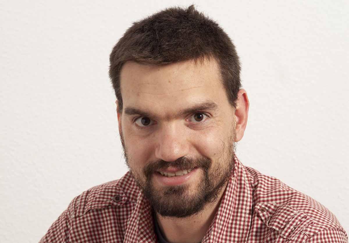 El escritor y periodista conquense Alberto Val. Fotografía: Rafael de la Torre
