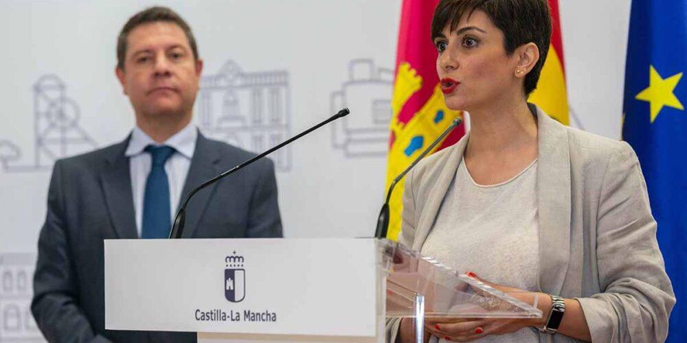 Isabel Rodríguez, en una foto con Emiliano García-Page