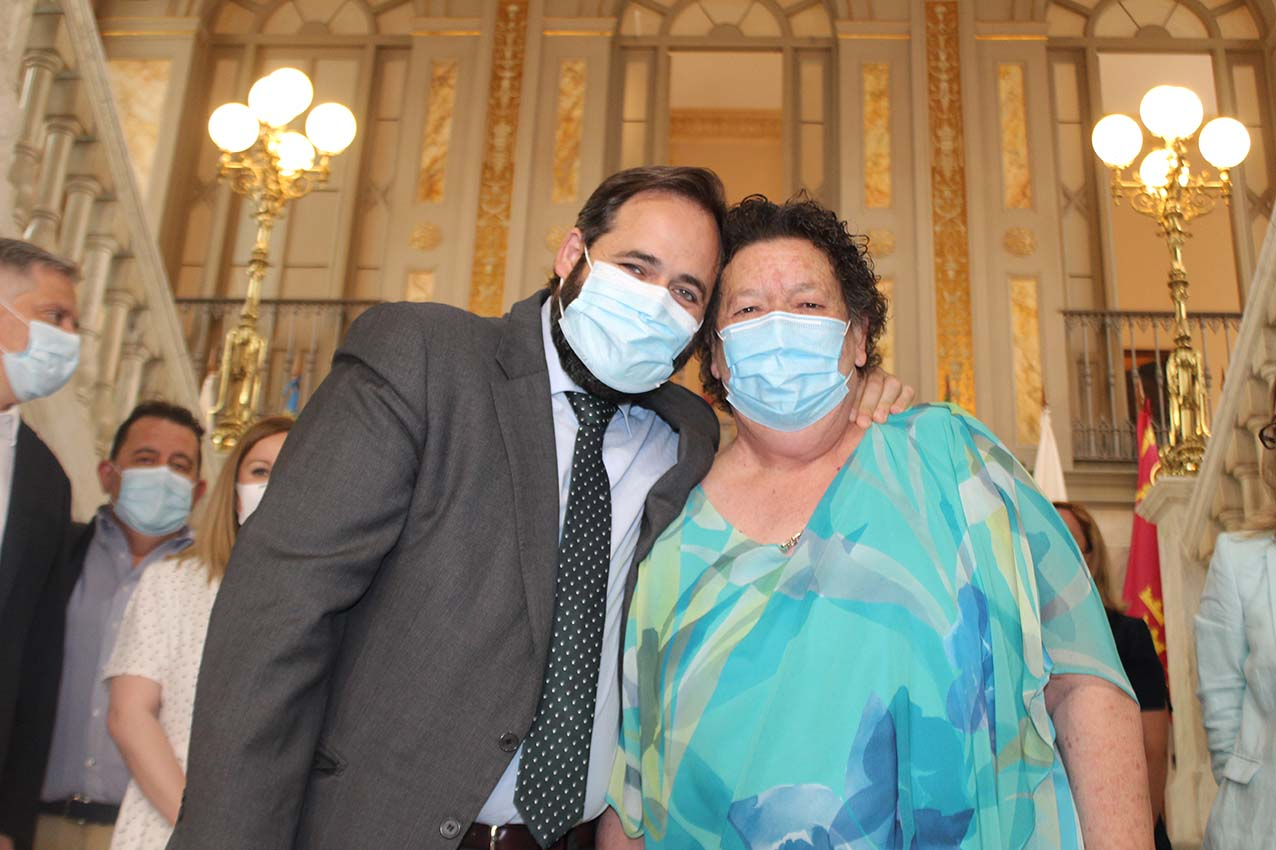 Paco Núñez junto a Mercedes Escabias, quien se ha despedido hoy de la Diputación de Ciudad Real.