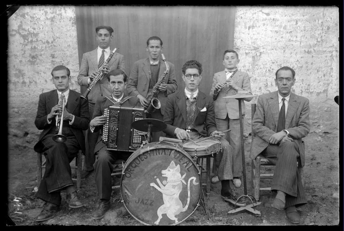 """Un grupo de jazz en la CLM de 1935: una de las fotos de la muestra """"Instantes para el recuerdo"""""""