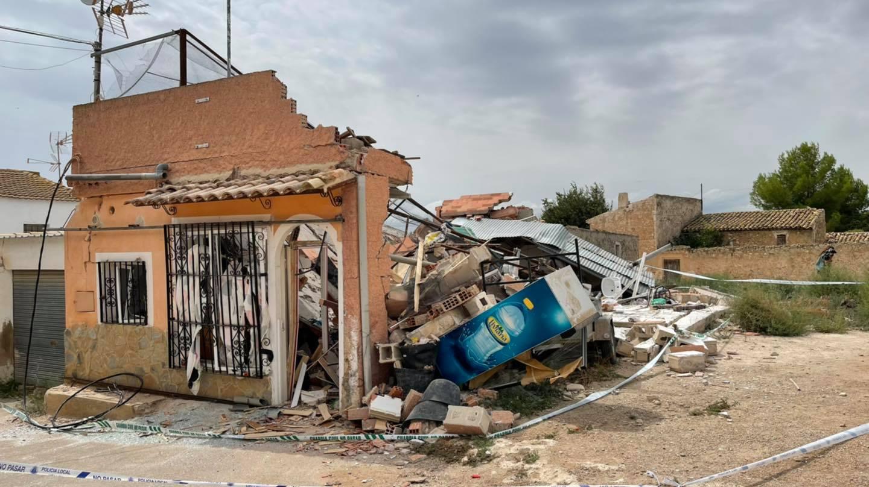 Así ha quedado la vivienda en la pedanía de Hellín después de la explosión. Foto: Televisión Hellín.
