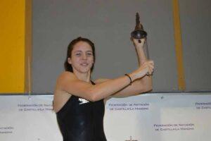 Nerea Ibáñez, con uno de sus trofeos. Foto: CN Albacete