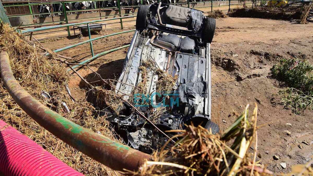 DANA: un vehículo arrastrado por la corriente en Guadamur. Foto: Rebeca Arango.