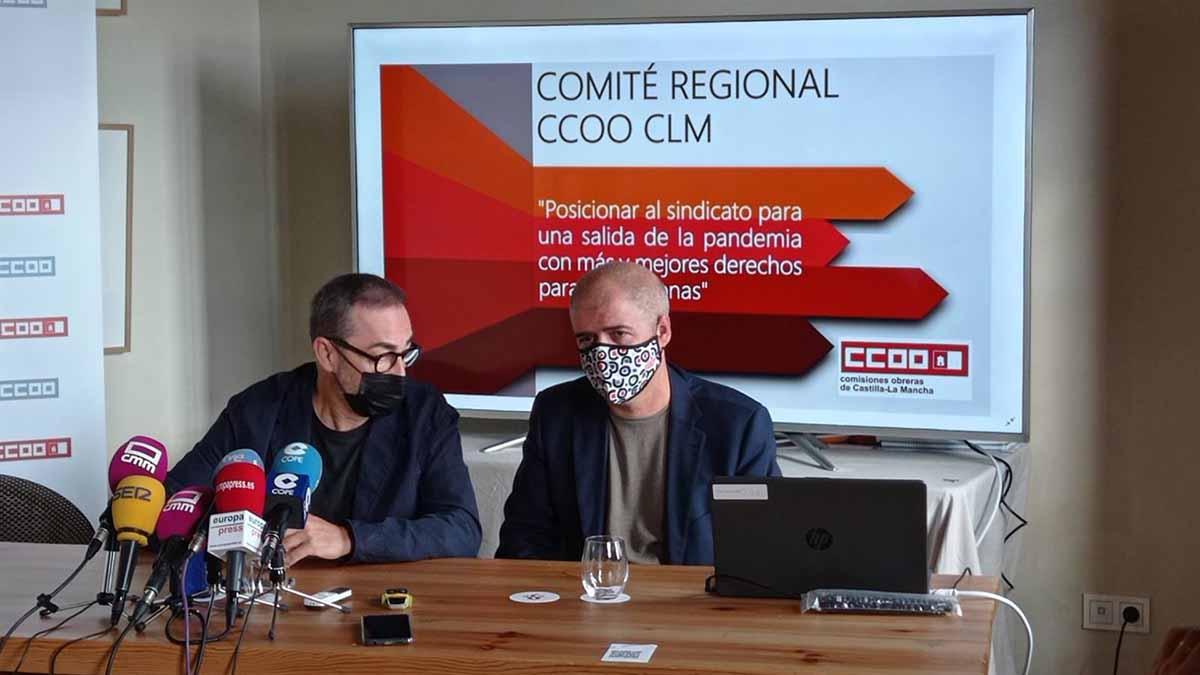 Paco de la Rosa y Unai Sordo (derecha) en el Comité regional de CCOO