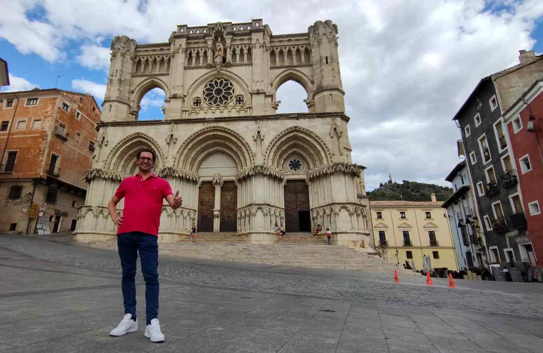 Fran Masterchef, en la junto a la Catedral de Cuenca. Foto: David Romero.