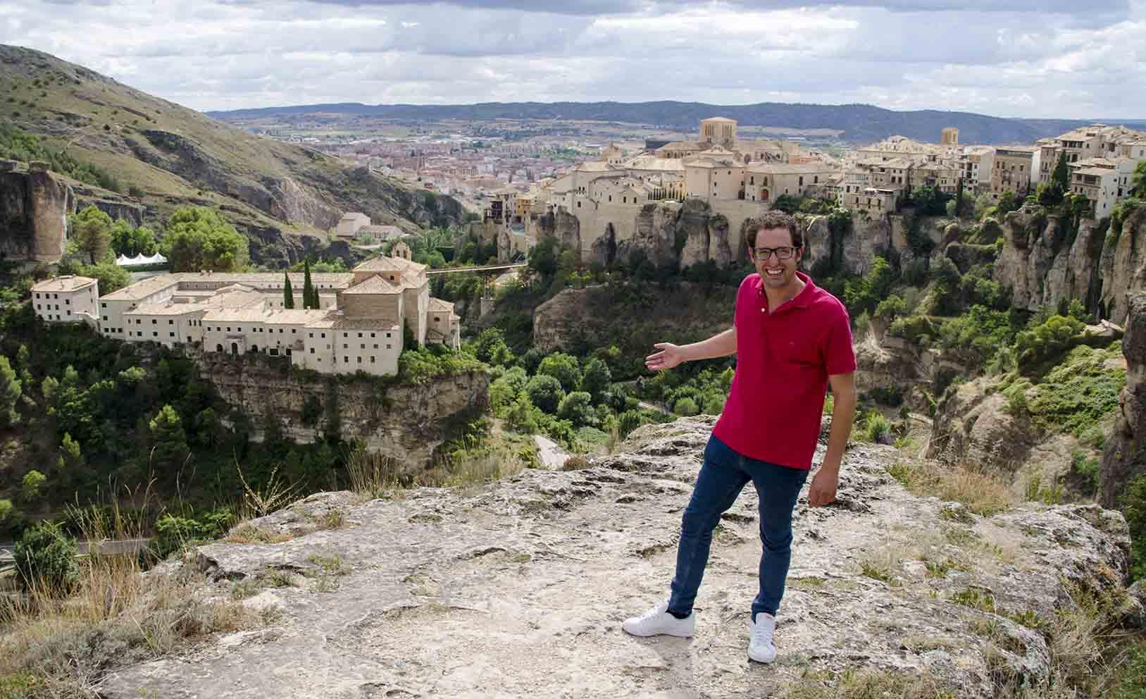 Fran Martínez, concursante de Masterchef 9, nos enseña Cuenca en esta información.