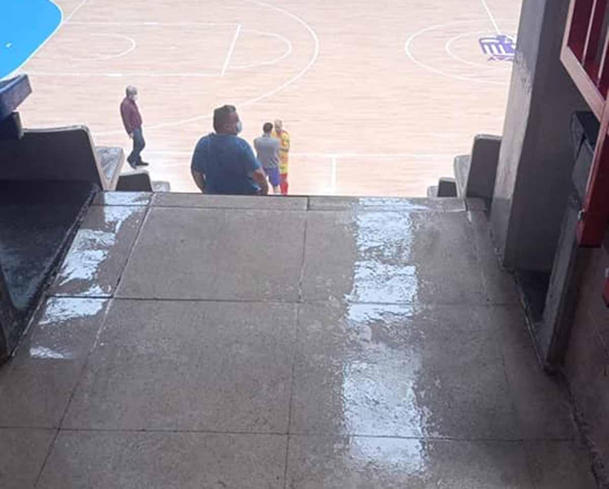 Goteras en el pabellón donde juega el Torrejón Sala
