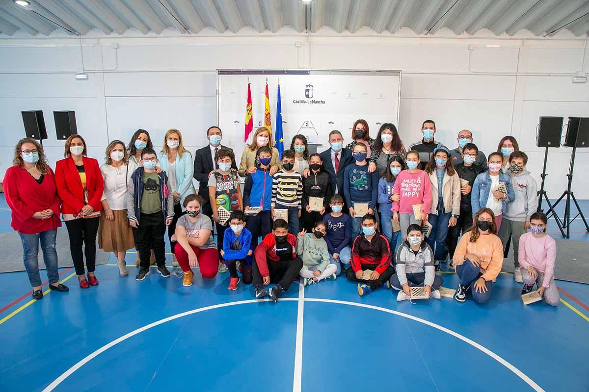 Emiliano García-Page inauguró un gimnasio en Belmonte (Cuenca)