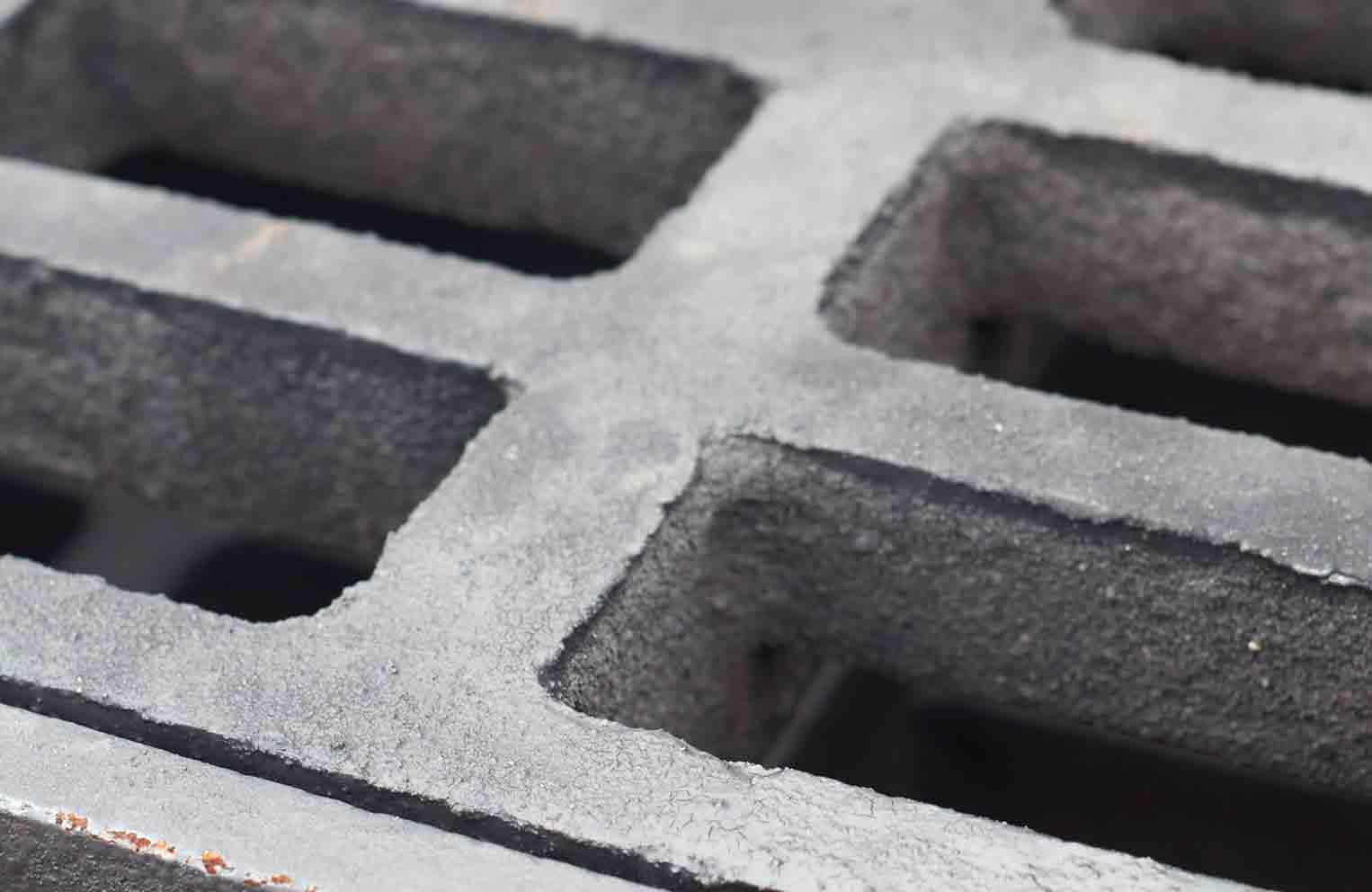 Las redes de alcantarillado, pozos, depósitos y espacios similares son considerados espacios confinados.