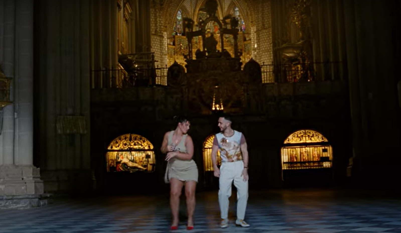C. Tangana y Nathy Peluso, en el videoclip grabado en la Catedral de Toledo