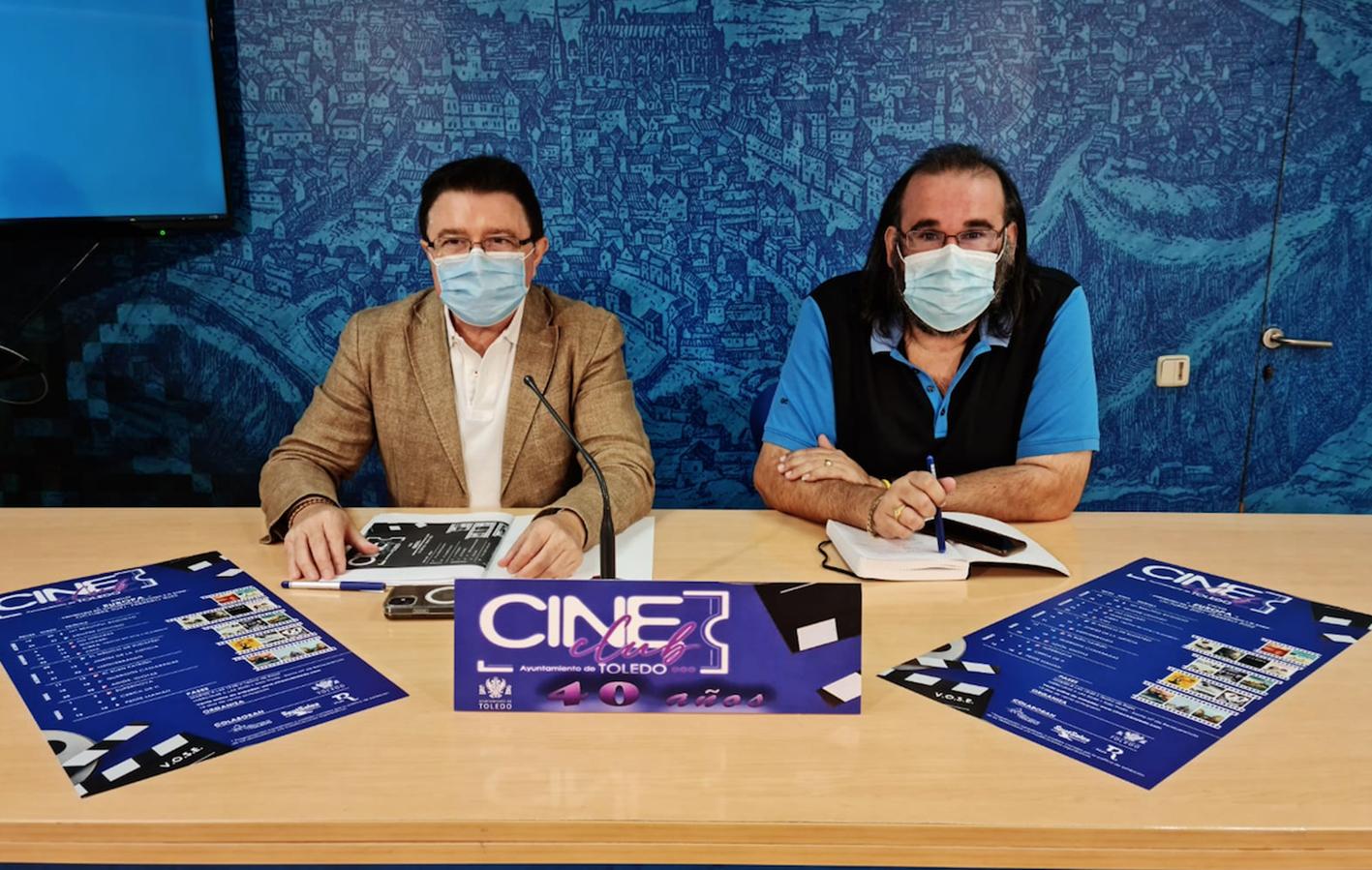El concejal Teo García junto al director del cine club, Gabriel Castaño.