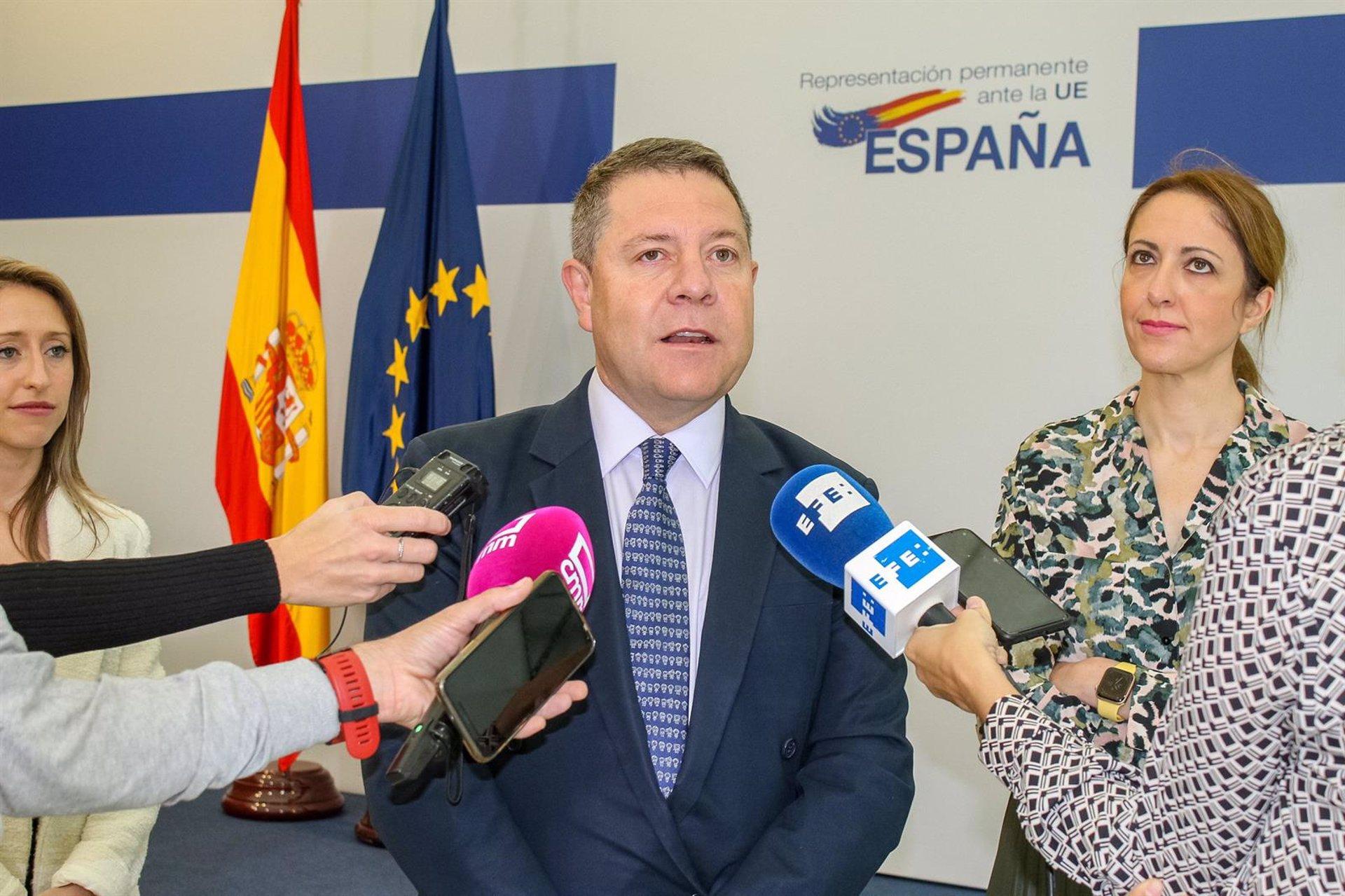 Emiliano García-Page en declaraciones a los medios en Bruselas.